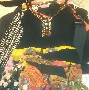 💥EUC Beautiful dress gold chested size Medium 💥